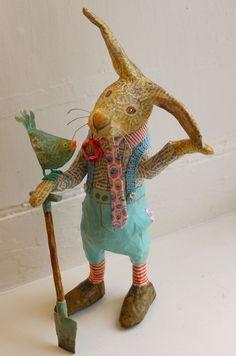 Sir Henry Brambles by Vanessa Cabban papier mache creatures, inspiration for needle felt Paper Mache Projects, Paper Mache Clay, Paper Mache Sculpture, Paper Mache Crafts, Paper Mache Animals, Clay Animals, Paperclay, Art Dolls, Folk Art