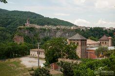 En lo alto el pueblo Medieval,de Castellefollit de la Roca Girona.