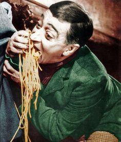 Italian food in general. The Italian Job, Spaghetti, Cult Movies, People Eating, Big Men, Naples, A Good Man, Italian Recipes, Cinema