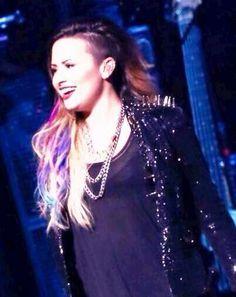 Demi Lovato, Citibank Hall in São Paulo, Brazil #NeonLightsTour 22-04-14