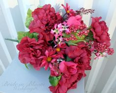 These will help your flower expert understand the designs, colors, and flower types you like finest and style something that will fit your tastes. Simple Wedding Bouquets, Diy Wedding Flowers, Flower Bouquet Wedding, Rose Wedding, Floral Wedding, Wedding Dresses, Wedding Day Groom Gift, Wedding Favor Boxes, Diy Wedding Supplies