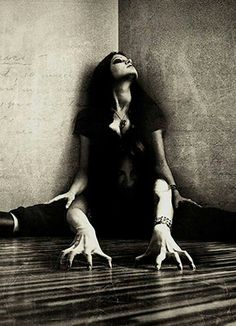 Creepy and awesome Horror Photography, Dark Photography, Horror Photos, Creepy Pictures, Ghost Pictures, Ange Demon, Darkness Falls, Arte Obscura, Gothic Art