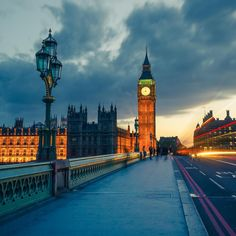 Big Ben is one of London's most iconic sights, and it's particularly pretty at night!