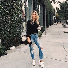 Picture -> @tashoakley #daily#outfit#look#blogger#fashion#fashionista#instapic#instadaily#inspiration#instafashion#simple#minimal#minimalism#rippedjeans#casual by _showyourstyle_