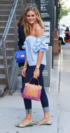 Who made Olivia Palermo's green floral print shoes, skinny jeans, blue off the shoulder top, and handbag? Denim Fashion, Look Fashion, Fashion Women, Olivia Palermo Stil, Floral Print Shoes, Mode Simple, Fashion Dictionary, Looks Street Style, Looks Chic