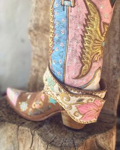Beautifully made cowboy boots Gypsy Cowgirl, Cowgirl Chic, Cowgirl Style, Cowgirl Boots, Western Boots, Cowboy Boots Women, Botas Outfit, Cute Shoes, Me Too Shoes