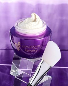 Smooth radiant skin is just a mask away. The #YOUNIQUEROYALTY exfoliating mask is gentle yet effective in removing dirt and oil to expose smooth radiant skin. Raise your hand if you want vibrant-looking skin?
