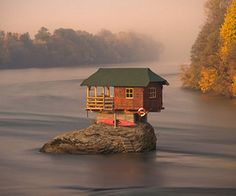 A TINY RIVER HOUSE IN SERBIA Photograph by Irene Becker for National Geographic My friend Dan G. emailed me this wonderful photograph by Irene Becker that shows a tiny house in the middle of the Drina River near the town of Bajina Basta, Serbia. Huge Houses, Little Houses, Small Houses, Amazing Houses, Weird Houses, Places Around The World, Around The Worlds, Beautiful World, Beautiful Places