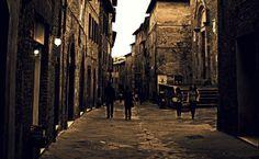 Via Camollia. Sulla destra la Chiesa di San Pietro alla Magione. Foto di Fred Matos su http://www.flickr.com/photos/fredmatos/6780916253