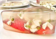 Fiori di acacia e fragole in gelatina Veg (agar -agar) Agar, Acacia, Jelly, Vegetables, Syrup, Dessert, Vegetarian, Vegan, Turismo