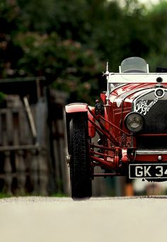 Alfa Romeo - back in the days Vintage Racing, Vintage Cars, Antique Cars, Vintage Sport, Royce, Sport Cars, Race Cars, Los Cars, Jaguar