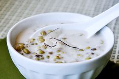 Che Dau Xanh (Vietnamese Mung Bean Desert Soup)- It can be made vegan, and looks delicious!