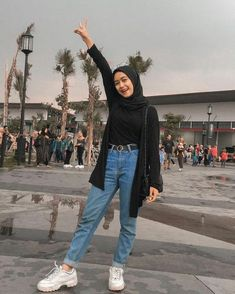 romantic date outfit Hijab Fashion Summer, Modern Hijab Fashion, Street Hijab Fashion, Hijab Fashion Inspiration, Ootd Fashion, Korean Fashion, Fashion Outfits, Stylish Hijab, Casual Hijab Outfit
