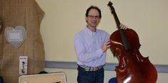 Luthier, Laurent Blanchard, installé à Uzès...
