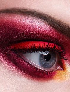 Oh how I love red eyemakeup!