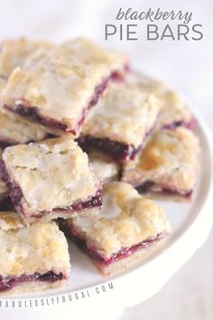 I love these blackberry pie bars! The sweet berry filling and tender flaky crust are magical together. I love these blackberry pie bars! The sweet berry filling and tender flaky crust are magical together. Easy Blackberry Pie, Blackberry Dessert Recipes, Black Raspberry Recipes, Blackberry Pie Fillings, Red Raspberry, Oreo Dessert, Dessert Pasta, Easy Dessert Bars, Simple Dessert