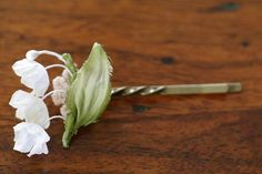 lily of the valley hair pin, nesessaire