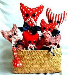 Unos lindos gatos de tela, regalo para cualquier ocasión.