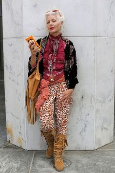 Advanced Style - 26 Stylish Seniors Who Refuse to Wear Old-People Clothes - - clothes for women who refuse to dress old lady style Source by Mature Fashion, Fashion Over 50, Look Fashion, Womens Fashion, Feminine Fashion, Fashion 2018, Fashion Brands, Ari Seth Cohen, Moda Hippie