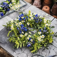 Plantasjen - alt for livet med planter Couronne Diy, June Colors, Swedish Traditions, In The Pale Moonlight, Summer Solstice, Festival Decorations, Summer Wreath, Summer Vibes, Flower Power