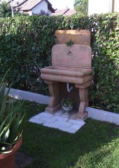 Lavello per esterno, finitura: pietre del borgo. Località: Frosinone.