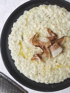 Risotto Cacio e Pepe con Guanciale Italian Recipes, Vegan Recipes, Cooking Recipes, Rice Dishes, Food Dishes, Food Design, I Love Food, Soul Food, Food Inspiration