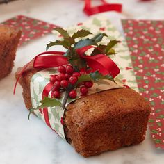 Stonewall Kitchen - Cranberry-Orange Bread Like the wrapping! Christmas Sweets, Christmas Kitchen, Christmas Cooking, Noel Christmas, Christmas Goodies, Simple Christmas, Christmas Blessings, Country Christmas, Holiday Treats
