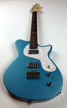 Calumet Stronzetta Guitar in Vegas Turquoise