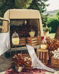 Decoración: boda en el campo Bohemia Country, Bodas Boho Chic, Ideas Para Organizar, Wedding Decorations, Wedding Ideas, Ideas Para Fiestas, Glass, Wedding Dresses, Glass Beverage Dispenser