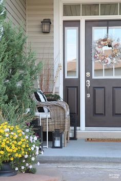 Steal these 10 Front Porch Decor Ideas To Add Beauty To Your Home ! Beautiful wreath, urn and outdoor furniture ideas.