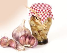 Czosnek marynowany - Przepisy Siostry Anastazji Pickles, Chili, Garlic, Vegetables, Food, Kitchens, Chile, Essen, Vegetable Recipes