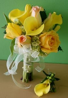 Prom flowers: Hand-tied Clutch Bouquets for prom - A popular trend in Havertown PA