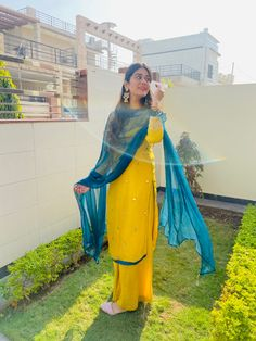 Casual Indian Fashion, Indian Fashion Dresses, Indian Outfits, Stylish Dress Designs, Designs For Dresses, Stylish Dresses, Patiala Suit, Punjabi Suits, Wedding Dresses For Girls