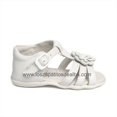 Sandalias Niña Blanca Modelo Emma Girl Fashion, Baby Shoes, Clothes, Templates, Plants Indoor, Patent Leather, Over Knee Socks, Spring, Summer Time