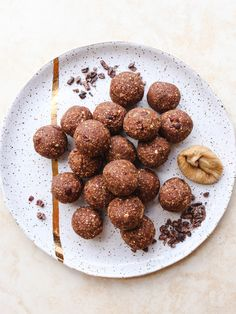 Cacao Fig Bliss Balls (Gluten Free, Vegan Recipe) - From My Bowl Vegan Snacks, Healthy Desserts, Vegan Lunches, Delicious Desserts, Healthy Food, Dog Food Recipes, Vegan Recipes, Alkaline Recipes, Dried Figs