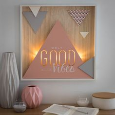 Hello beautiful ladies out there! Today I have something specially chosen for you. Your room is a place where you can put your own personal print. And you can do it by decorating it. Geometric