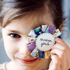 Une broche en papier faite main // paper spindle, mum, mothers day, present, DIY Boutique Marie Claire, Diy For Kids, Crafts For Kids, Diy Paper, Paper Crafts, Paper Rosettes, Craft Markets, Mothers Day Crafts, Diy Home Crafts