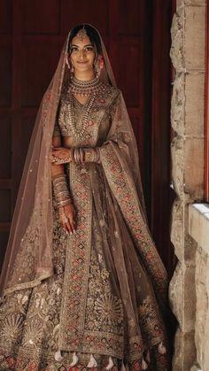 Indian Bridal Photos, Indian Bridal Outfits, Indian Bridal Fashion, Indian Bridal Wear, Indian Fashion Dresses, Indian Designer Outfits, Indian Bridal Couture, Designer Bridal Lehenga, Indian Bridal Lehenga