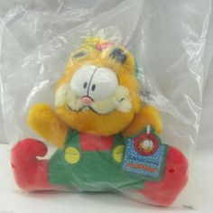 ALWAYS HAPPY TO COMBINE SHIPPING TO SAVE $$$, **PLEASE WAIT FOR MY INVOICE FOR REVISED TOTAL** -- Shipping to CANADA available this item only -- Adorable vintage Christmas Garfield plush from McDonal Xmas, Christmas Ornaments, Mcdonalds, Childhood Memories, Vintage Christmas, Elf, Canada, Cartoon, Halloween