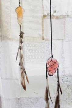 Dream Catcher with Crystals Mobiles, Los Dreamcatchers, Moon Dreamcatcher, Diy Jewelry, Jewelry Making, Jewelry Bracelets, Diy And Crafts, Arts And Crafts, Beach Crafts