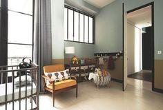 Une verrière intérieure pour une chambre d'enfant lumineuse en toute intimité