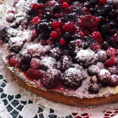 Tarte de natas com frutos silvestres: Coloca no copo todos os ingredientes, exceto a gelatina e programa 2 min., vel.4. Junta a gelatina derretida