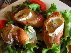 Le restaurant Laurent Foucher sert une cuisine française très savoureuse et moderne pour ses clients. Le restaurant offre une excellente qualité de fruits de mer. Laurent Foucher Restaurant adapté pour le petit déjeuner, le déjeuner et le dîner. Le prix du menu est également à mi-parcours seulement.