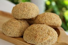 A low carb and paleo bread roll made with coconut flour and pysllium husk powder. A delicious healthy bread roll full of fibre and gluten free too!
