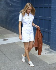 Images with date outfits as inspiration for what to wear on a first date for drinks. Use these dating outfit ideas to impress your partner. Lunch Date Outfit, Date Outfit Summer, First Date Outfits, Club Outfits, Rave Outfits, White Denim Dress, Jeans Dress, Shirt Dress, Classy Cubicle