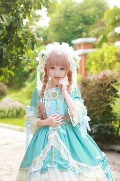 Cute Lolita Dress / Headband / Lolita Girl / Fashion Photography / Cosplay // ♥ More at: https://www.pinterest.com/lDarkWonderland/