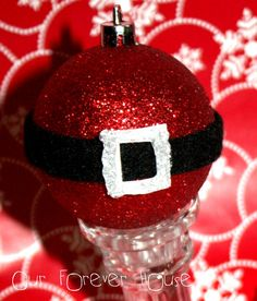 Cute glittery ornament to make as hostess gift in a Santa themed basket or as favor at a Santa themed party.