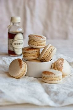 French Toast Macarons | Hint of Vanilla