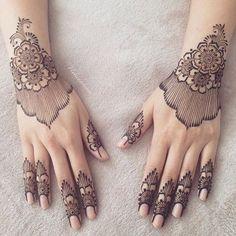 Best Hand Mehndi/Henna Designs for Eid Modern Henna Designs, Arabic Bridal Mehndi Designs, Finger Henna Designs, Mehndi Art Designs, Mehndi Design Pictures, Latest Mehndi Designs, Mehndi Designs For Hands, Henna Tattoo Designs, Bridal Henna
