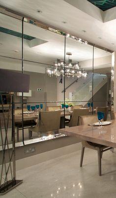 Dining Room Mirror Wall, Mirror Panel Wall, Living Room Mirrors, Wall Of Mirrors, Wall Mirror Ideas, Mirror House, Mirror Tiles, Diy Mirror, Home Room Design